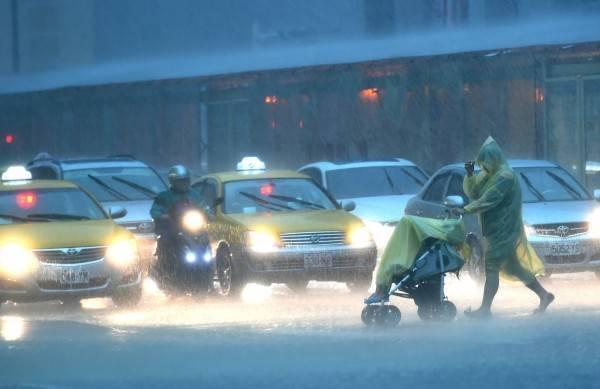 水利署針對雙北低窪地區及道路發布淹水警戒。(資料照)