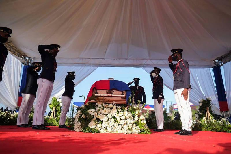 我國加勒比海友邦海地總統摩依士(Jovenel Moïse)日前遭暗殺身亡,23日在家鄉海地角(Cap-Haitien)舉行國葬。(路透)