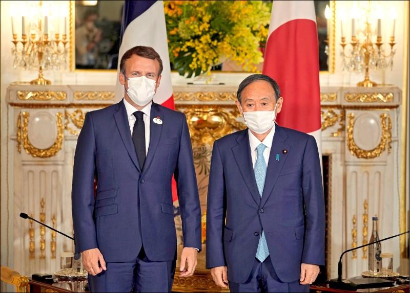 日本首相菅義偉和出席東京奧運的法國總統馬克宏,廿四日在東京舉行會談與午餐餐敘。兩人同意繼續為實現自由開放印度—太平洋目標強化合作,亦對香港及新疆情勢表達嚴重關切。(路透)