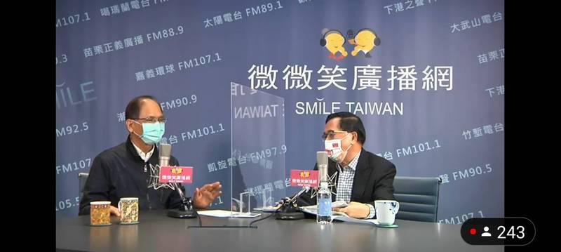 阿扁(右)專訪「水牛伯」游錫堃(左)。(擷取自微微笑廣播網)