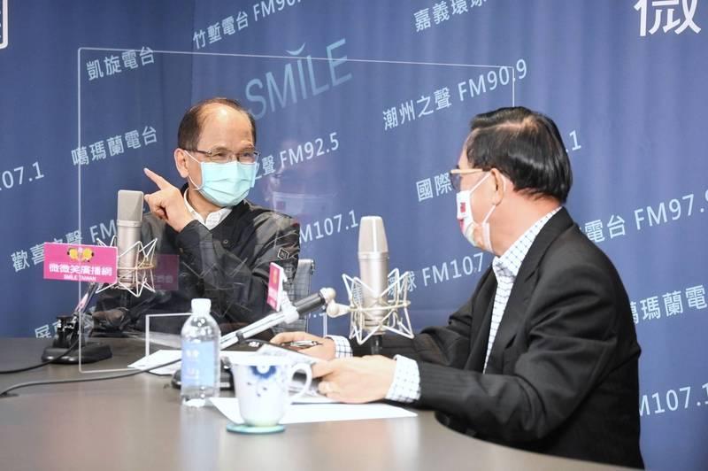 立法院長游錫堃(左)今接受前總統陳水扁(右)的廣播節目專訪。(圖由游錫堃國會辦公室提供)