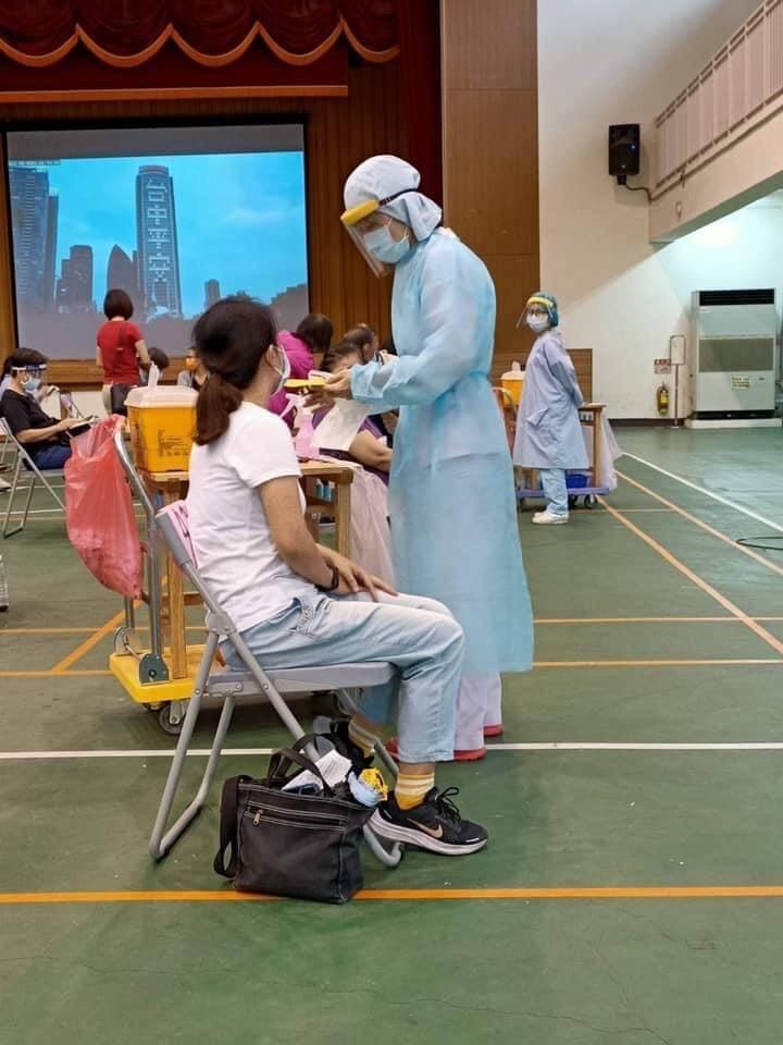 終於輪到了!台中市國、高中教師26、27日打疫苗。(圖:市府提供)