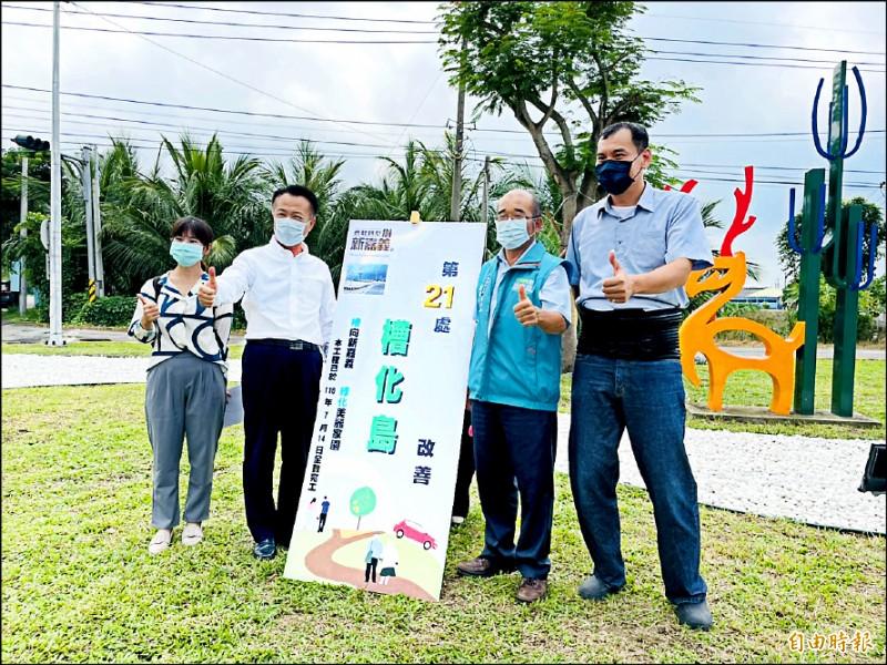 嘉義縣長翁章梁(左二)勘查167縣道與嘉36線路口槽化島綠美化改善工程。(記者蔡宗勳攝)