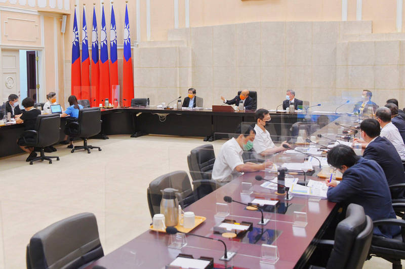 行政院長蘇貞昌今(26)日召開擴大防疫會議。(行政院提供)