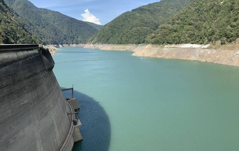 台中和北彰化至今水情燈號仍是「橙燈」減量供水,中水局指出德基水庫蓄水和近5年平均仍差了約5000萬噸是主要原因。(記者陳建志翻攝)