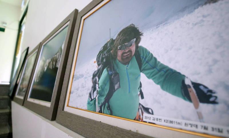 南韓「無指登山家」金洪彬19日下山時墜入冰隙,失蹤至今,搜救多日無果後,家屬忍痛要求終止搜救作業。(歐新社)