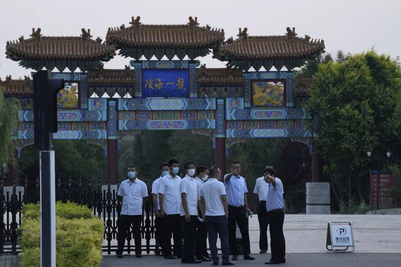 美國副國務卿雪蔓今(26)日上午與中國外交部副部長謝鋒在天津濱海一號酒店舉行會談,會談前酒店已門禁森嚴。(美聯社)