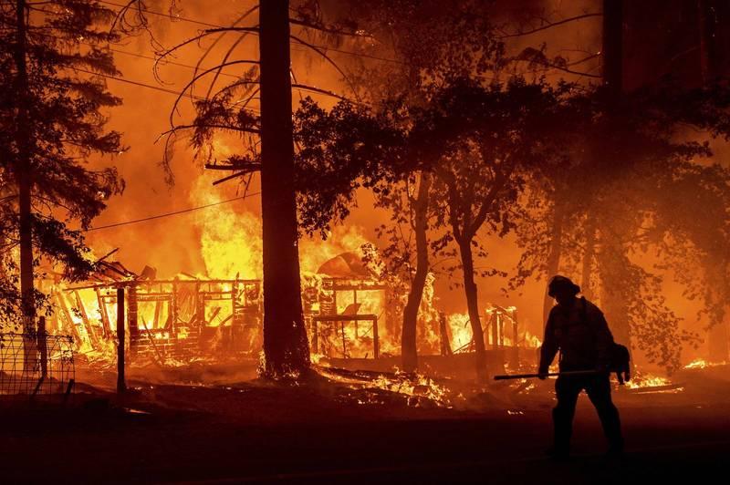 美國加州的迪克西野火(Dixie fire),目前已燒掉7.7萬公頃土地。(美聯社)