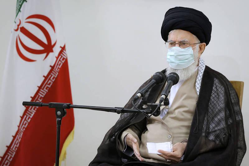 伊朗在疫情升溫之際,當地因西南部水資源短缺而爆發的示威潮已蔓延到首都德黑蘭。圖為伊朗最高領袖哈米尼(Ayatollah Ali Khamenei)。(美聯社)