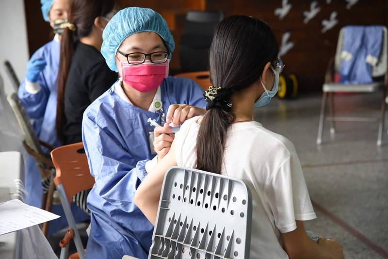 南投國高中教職員尚未打疫苗,縣府籲中央儘速撥配。 (南投縣政府提供)