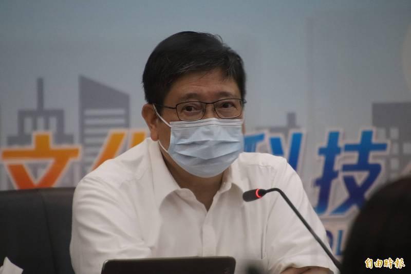 新竹縣縣長楊文科要求衛生局和警察局共同徹查造假疫苗接種訊息者且依法究辦。(記者黃美珠攝)