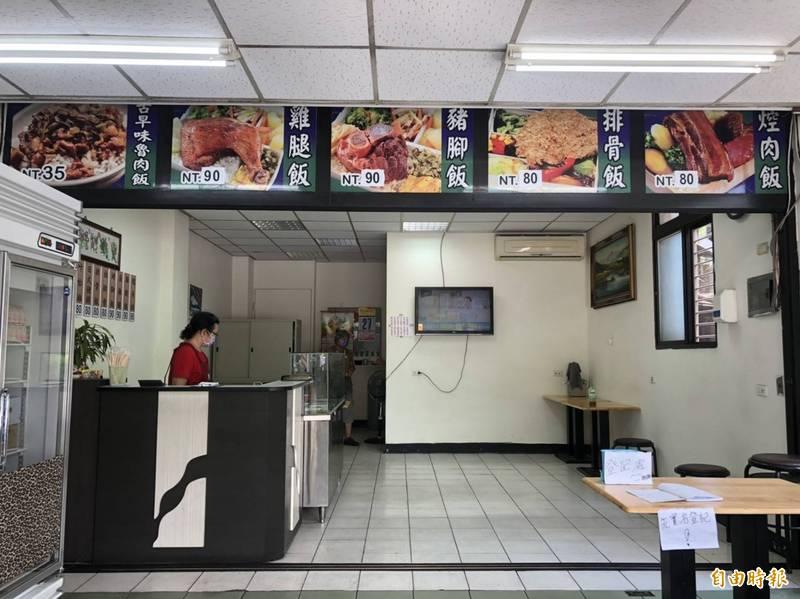 1間位於新莊及龜山交界的便當店,雖無特別公告可內用,但民眾有需求就會開放。(記者周湘芸攝)