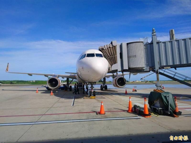 全國警戒降為二級,澎湖空運交通相當緊張。(記者劉禹慶攝)