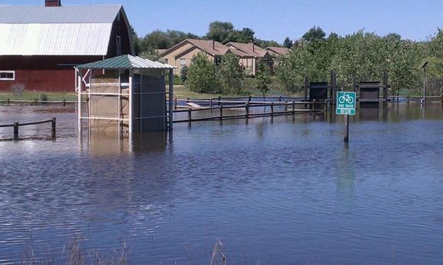 美國科羅拉多州(Colorado)近日洪災不斷,整座城市因連續強降雨變成水鄉澤國。(圖翻攝自GarySmithauthor推特)