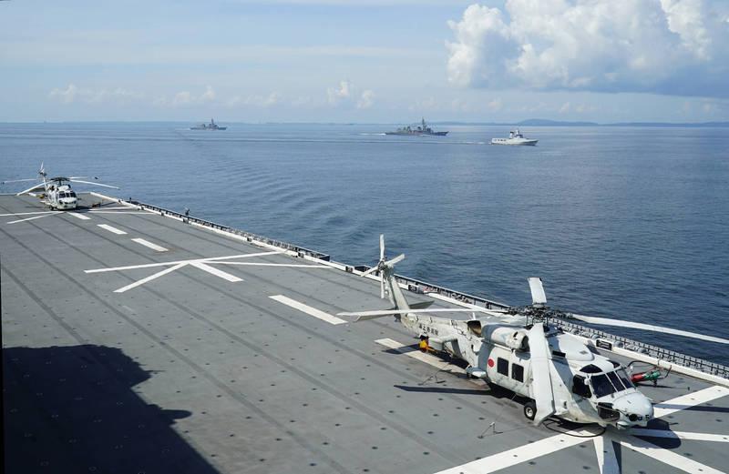 為求搭載美國第五代戰機F-35B,日本「出雲級」直升機護衛艦「出雲號」於去年3月動工,上月已經完成第1階段改裝,並在6月25日返回母港。圖為出雲號甲板過去畫面。(美聯社)
