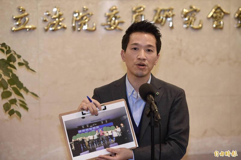 民進黨立委何志偉表示,疫情較去年加倍嚴重,振興也應加倍,政府應發放6倍券12000元。(資料照)