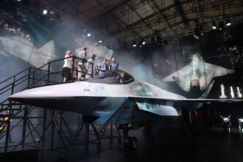 俄羅斯上週公開由蘇愷集團研發的最新五代匿蹤戰機「將軍」。(彭博)