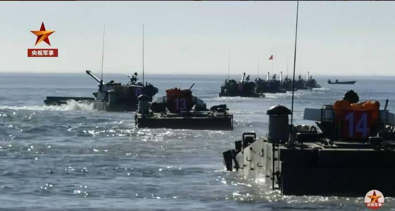央視軍事27日釋出解放軍第73集團軍「越海奪島」的演練畫面。(圖翻攝自央視軍事_微博)