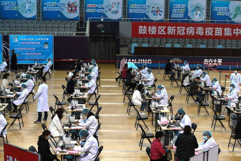 外媒報導,南京38例本土確診中,僅有1例沒打過疫苗,中國疫苗效力再度受到質疑。(法新社資料照)