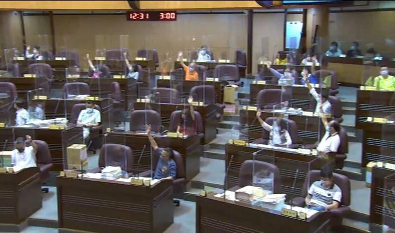 桃園市議會國民黨團提出普發現金5000元提案,獲得表決通過。(桃園市議會國民黨團提供)