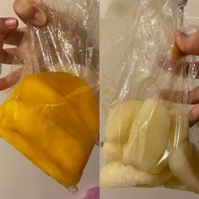 這位人妻分享,今天凌晨她前往夜市買食物果腹,並向某一個常光顧的攤位買了3袋削好的水果,沒想到回家一打開發現有2包都已發出酸臭味。(圖擷取自「爆怨2公社」)