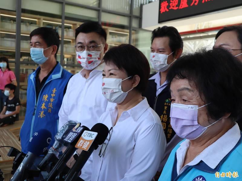 台中市長盧秀燕表示,台中市國高中教職員皆已施打疫苗,大眾運輸人員也應先施打施疫苗。(記者歐素美攝)