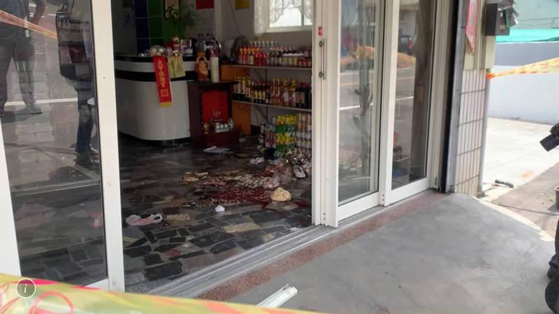 雲林西螺今天發生凶殺案,越籍女子遭砍殺多刀送醫不治,現場滿地血跡。(讀者提供)