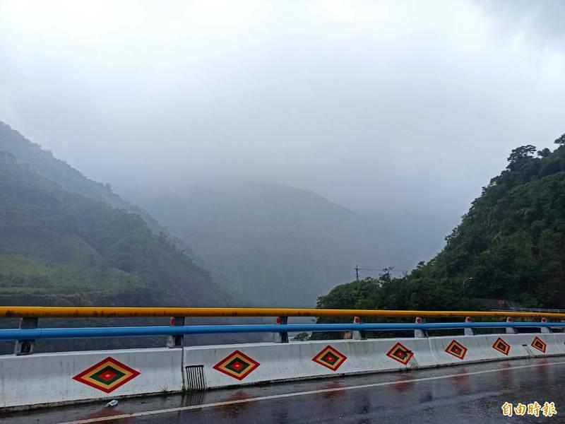 高市今下大雷雨,主要以山區為主,桃源、茂林2區達大雨等級。(記者陳文嬋攝)