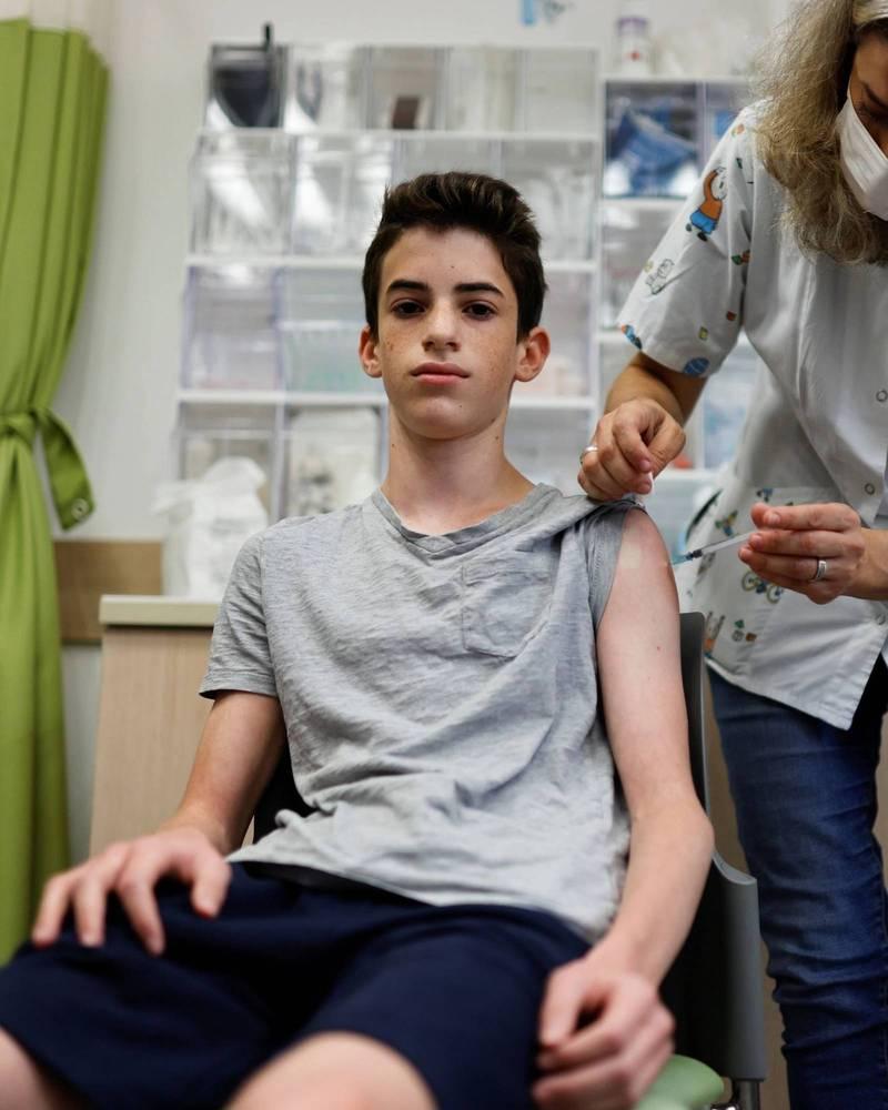 傳染力更強的Delta變異病毒株掀起新一波疫情,以色列建議所有12到15歲的青少年接種武肺疫苗。(路透)