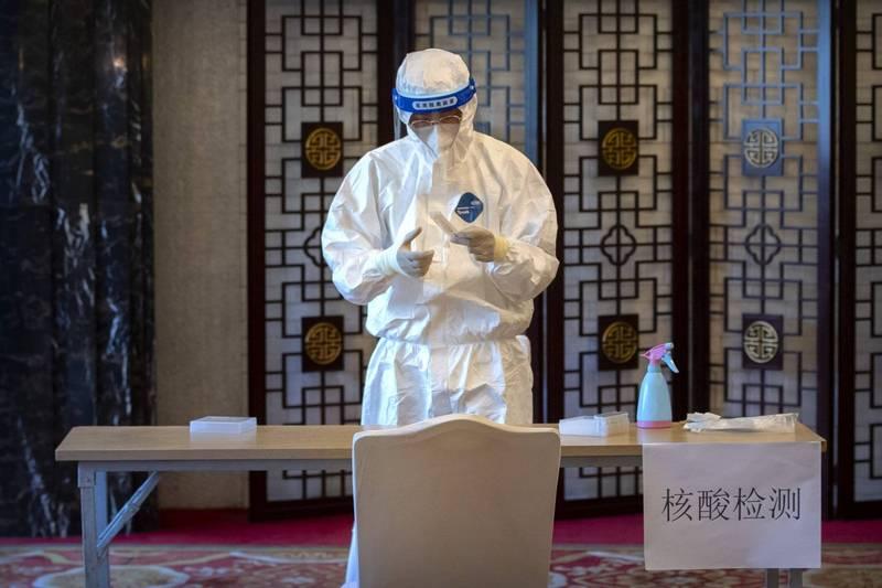 有網友在微博爆料,指出北京東城區某間飯店讓沒有核酸檢測的非洲某國副總統入住,連累該飯店所有住客400多人需要集中隔離21天。示意圖。(美聯社)