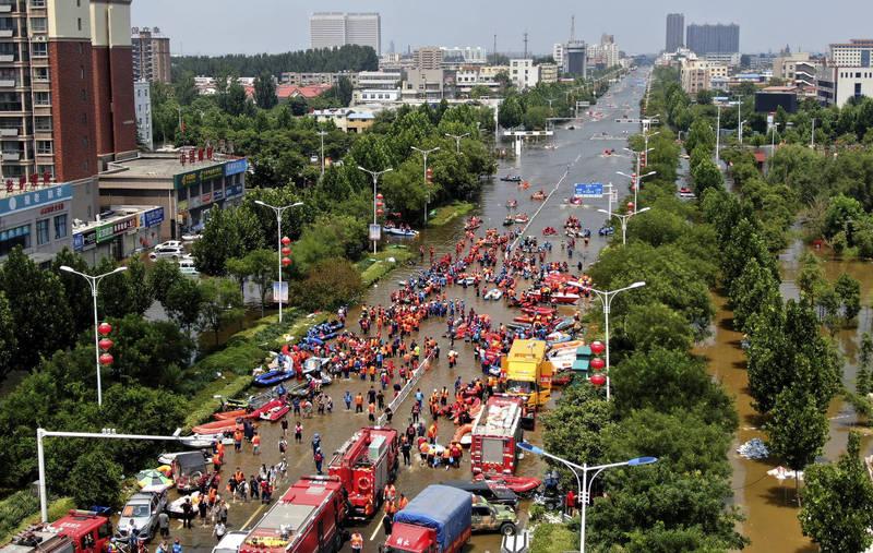 中國河南省日前因暴雨發生洪災,造成多人死傷,外界質疑官方掩蓋真相。(美聯社)