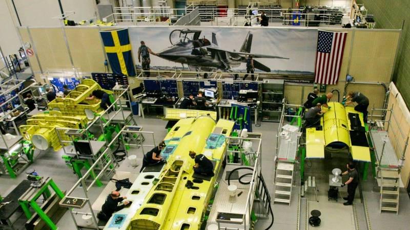 T-7A「紅鷹」教練機第2部分的機尾組件已經運送至美國飛機大廠波音公司(Boeing)位於美國密蘇里州的工廠,接下來將組成測試用飛機,進行飛行測試。(翻攝自紳寶公司)