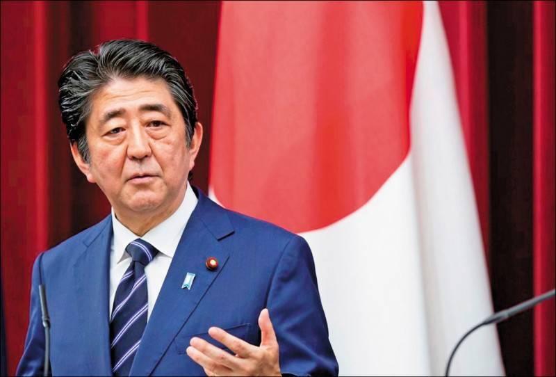 日本前首相安倍晉三28日接受日本產經新聞訪問時表示,世界上沒有任何政治領袖像李登輝這樣為日本著想,如果情況允許,他非常想到李登輝的墳前祭拜。(彭博檔案照)