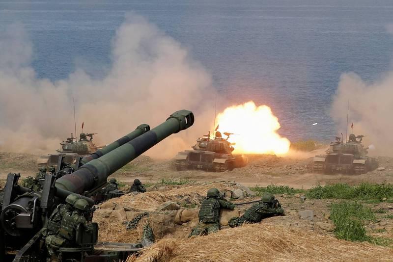 華府智庫「2049計畫協會」(Project 2049 Institute)軍事專家易思安(Ian Easton)分析,中國武力攻台可能動員高達200萬軍人和數以千計軍艦。(路透資料照)