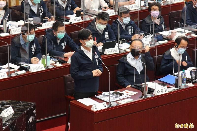 疫情若升級,高雄市長陳其邁強調,國慶煙火最壞劇本是採網路直播,台灣燈會可能延緩。(記者李惠洲攝)
