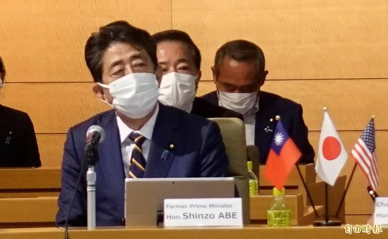 日本前首相安倍晉三今天以特別嘉賓身分出席首屆「台日美國會議員戰略論壇」,在致詞時強調台灣是日本重要的友人,「香港的遭遇絕對不可以發生在台灣」。(記者林翠儀攝)