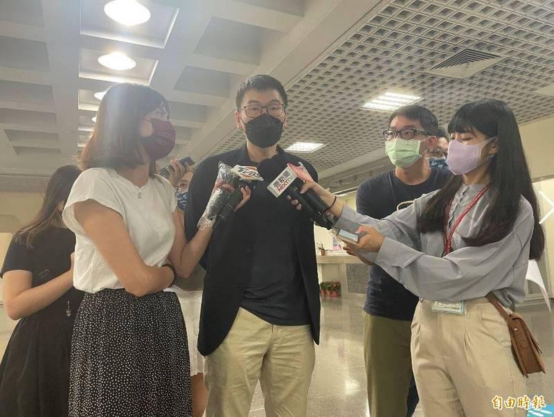 台北市議員梁文傑受訪。(記者楊心慧攝)