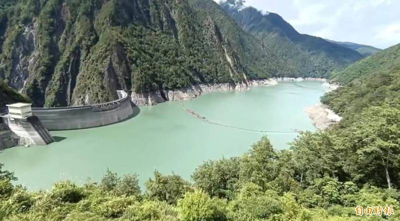 德基水庫有效蓄水容易今年起從1億5000萬噸提高至1億8000萬噸,主因是將不能發電的水也納入計算。(記者歐素美攝)