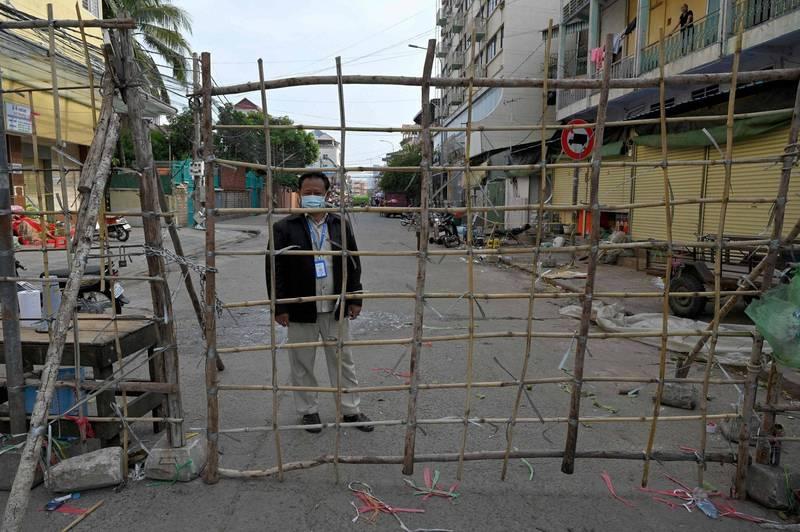 柬埔寨今(29)日起對與泰國接壤的8個省分祭出嚴格防疫限制。(法新社)