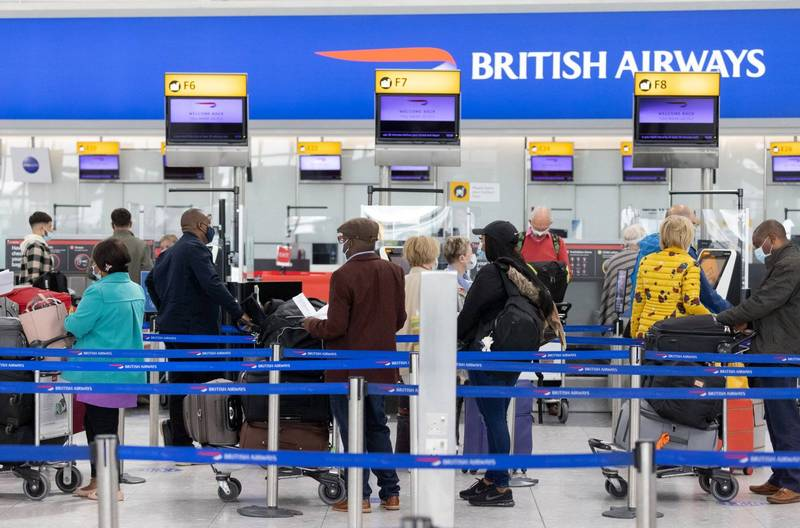 英國英格蘭地區鬆綁入境措施,蘇格蘭、威爾斯及北愛爾蘭將跟進。圖為倫敦希斯洛機場。(彭博)
