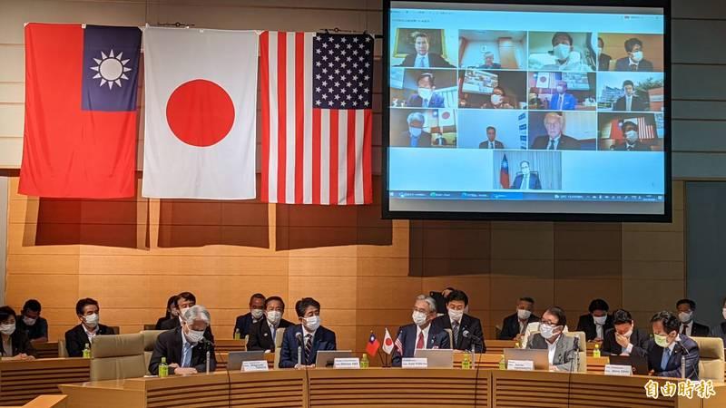 「台美日國會議員戰略論壇」視訊會議今天上午舉行,三國多位議員與會交流對話,日本前首相安倍晉三擔任特別來賓出席致詞。(記者林翠儀攝)