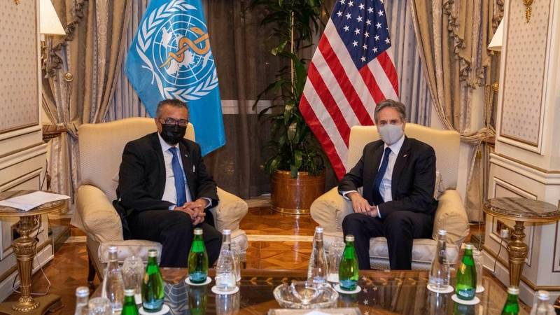 美國國務卿布林肯(圖右)週三與世界衛生組織秘書長譚德塞會面,兩人針對第二階段的武漢肺炎病毒溯源計畫進行討論,布林肯表示支持WHO的溯源調查。(圖擷自布林肯推特)