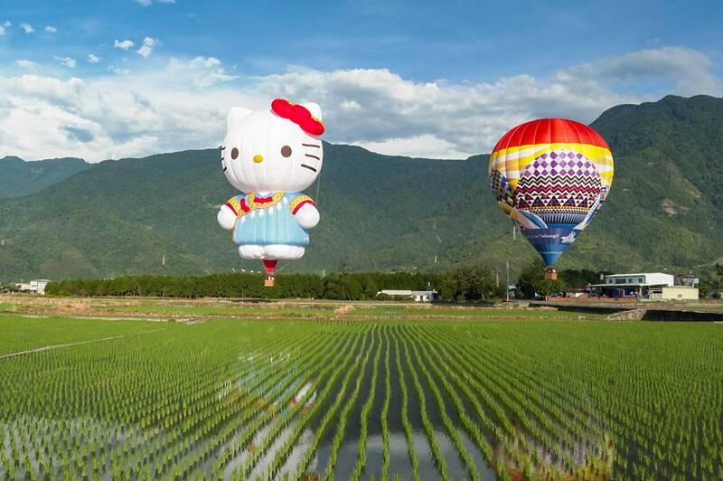 台東縣長饒慶鈴臉書貼出熱氣球飛在池上稻田上空的美麗畫面,但今年因疫情,這畫面卻令不少縣民憂心。(取自饒慶鈴臉書)