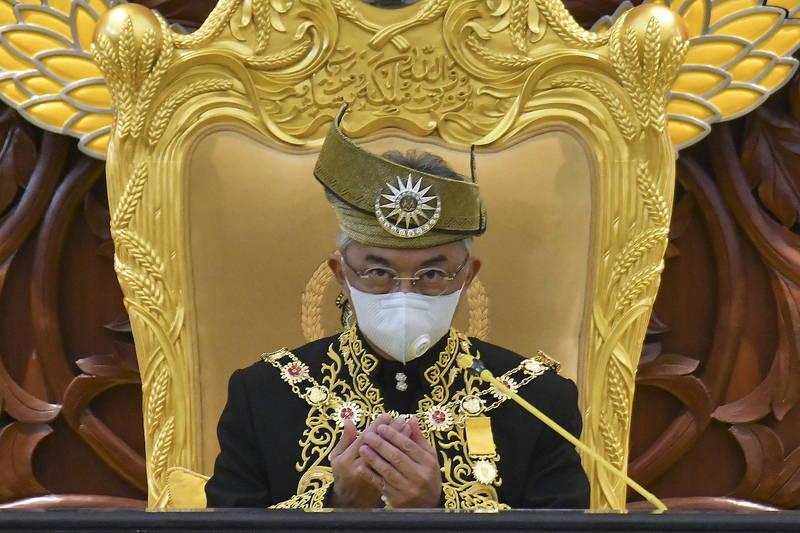 大馬國家元首蘇丹阿布都拉(見圖)今(29)日發文訓斥政府在沒有取得「御准」之前,就在國會宣布廢除緊急狀態條例,對此感到「非常失望」!(歐新社)