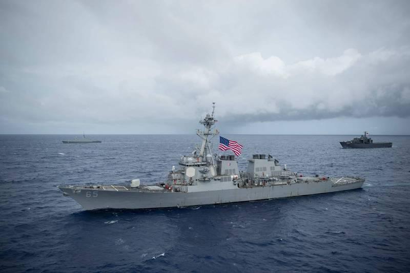 美國伯克級飛彈驅逐艦「班福特號」(見圖)28日例行通過台灣海峽。(法新社檔案照)
