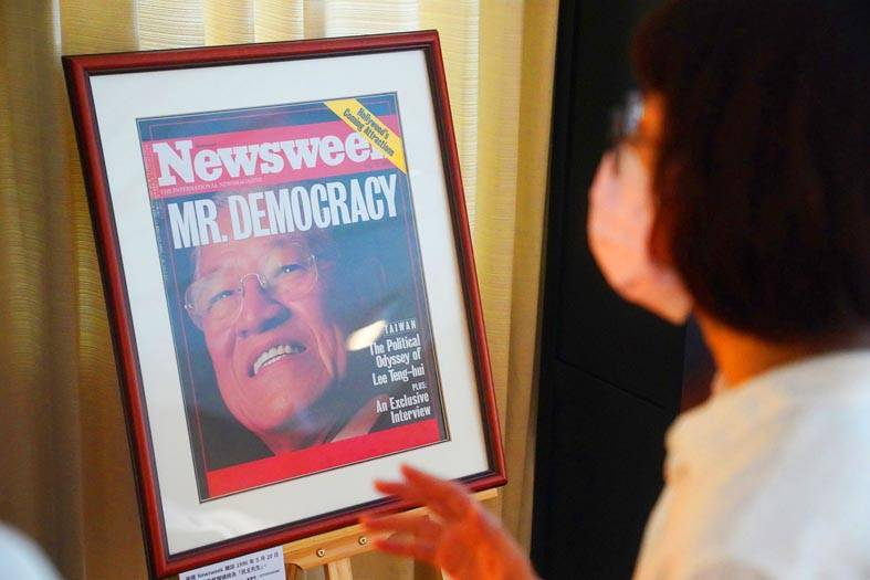 """A woman yesterday looks at a display of a Newsweek cover from 1991 of former president Lee Teng-hui, with the headline """"Mr Democracy,"""" at an exhibition at the National Museum of History to commemorate the anniversary of Lee's passing. The exhibition opens today. Photo: CNA"""