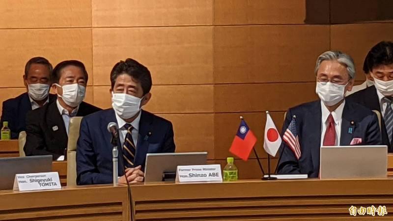 安倍晉三今日出席「台美日國會議員戰略論壇」,以神秘嘉賓身分致詞。(記者林翠儀攝)