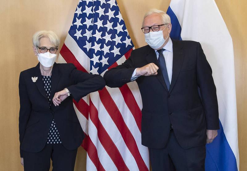 美國與俄羅斯外交官員週三在瑞士日內瓦進行戰略穩定磋商,內容談到包括軍備控制等問題,在閉門會談結束,雙方表示對會談進展滿意。(美聯社)
