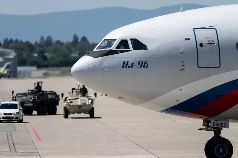 俄媒近日獨家披露,俄羅斯正在打造新型的「末日飛機」「Zveno-3C」,將以伊留申-96型(Il-96)寬體客機的最新型號「Il-96-400M」為基礎進行改裝。圖為Il-96-300PU,俄國政府專機。(法新社)