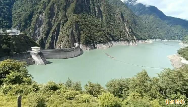 德基水庫水位漸增。(記者張軒哲攝)